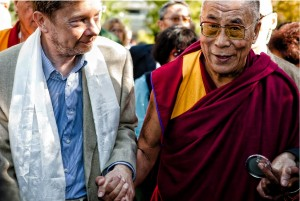 Eckhart Tolle and Dalai Lama in a mutually respectful embrace